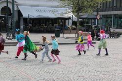 IMG_8098_Leikarringen_Noreg_Dansens_Dag_Bragernes_Torgsecenen_270419_Drammen_Kulturskole