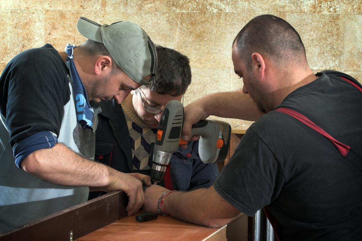 STOR NYTTE. Tre av fire hørselshemmede trenger høreapparat for å fungere i jobben eller fullføre utdannelse. Ni av ti har nytte av dem, viser undersøkelsen EuroTrak Norge 2019. Foto. Colourbox