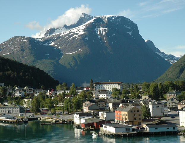 Åndalsnes_from_the_sea