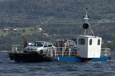 Fjoneferja seglar på Nisser