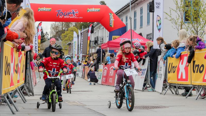 Barn på sykkelritt