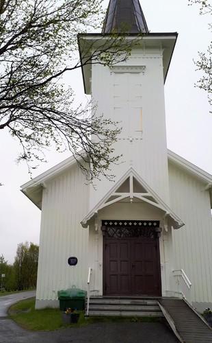 9 Kvalsund kirke med Blå skilt_310x500.jpg