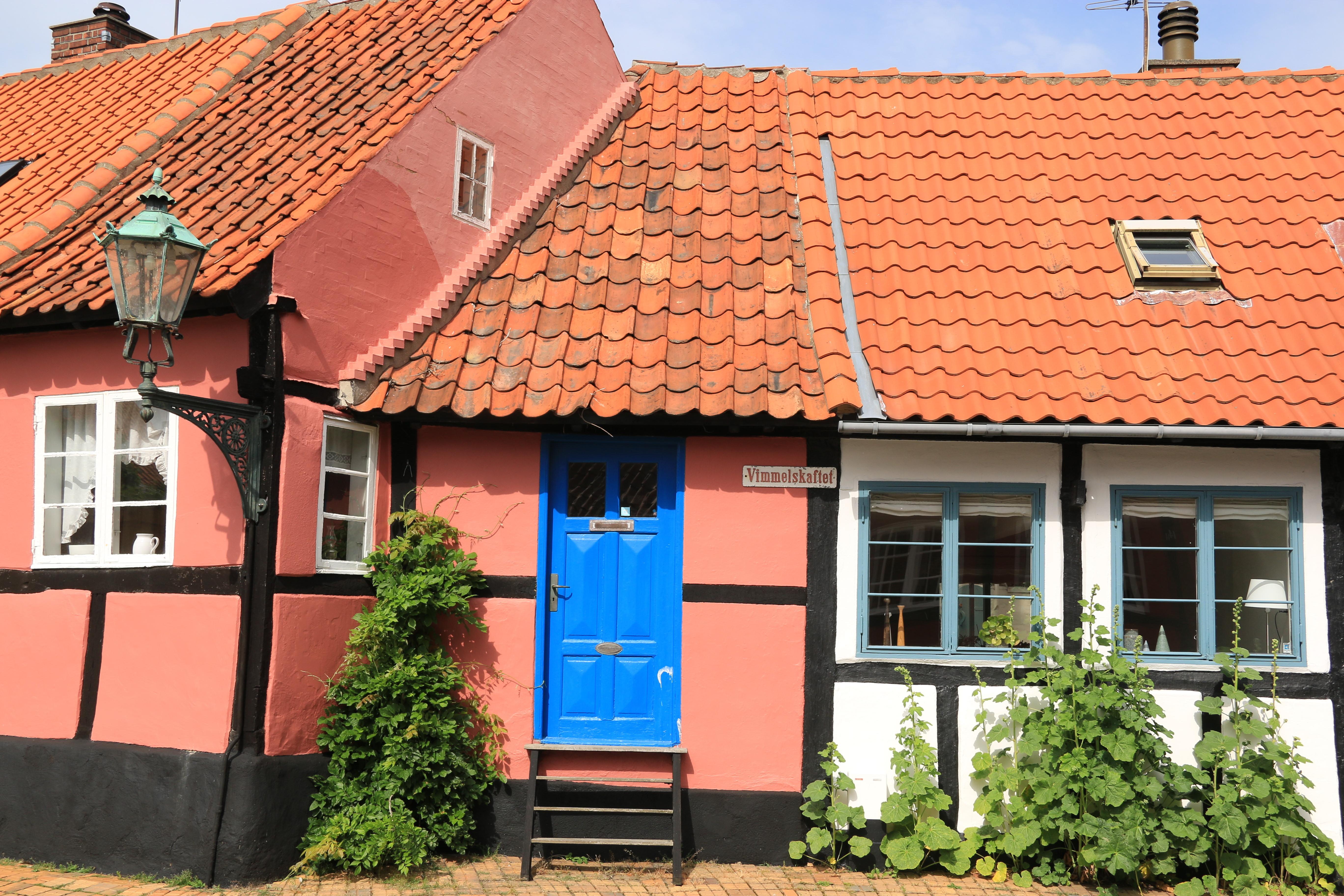 IMG_9347_Leikarringen_Noreg_Bornholm_2019_Rønne_Byvandring_Guiding_Røønes_minste_hus.JPG