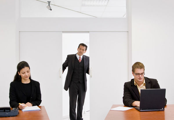 VRAKES. Nesten fire av ti bedriftsledere vil heller ansette en person med normal hørsel fremfor en med nedsatt hørsel, viser ny Norstat-undersøkelse. Illustrasjonsfoto Colourbox