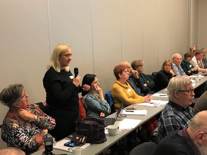 VIKTIG SAK. Merete J. Orholm, politisk sjef i HLF, under dialogmøtet med Helse Midt Norge i mars, der det fremtidife tilbudet til hørselshemmede i regionen var tema.Foto Bjørg Engdahl
