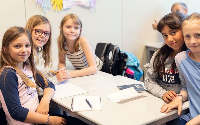 bilde av elever på Mørkved skole