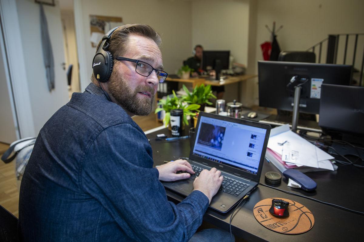 TEKST-NEKT. Styreleder Helge Vik i Norsk Audiovisuell Oversetterforening støtter sine 30 medlemmer som nekter å tekste for Discovery på grunn av for dårlig betaling. Foto. Tom Henning Bratlie, Klassekampen