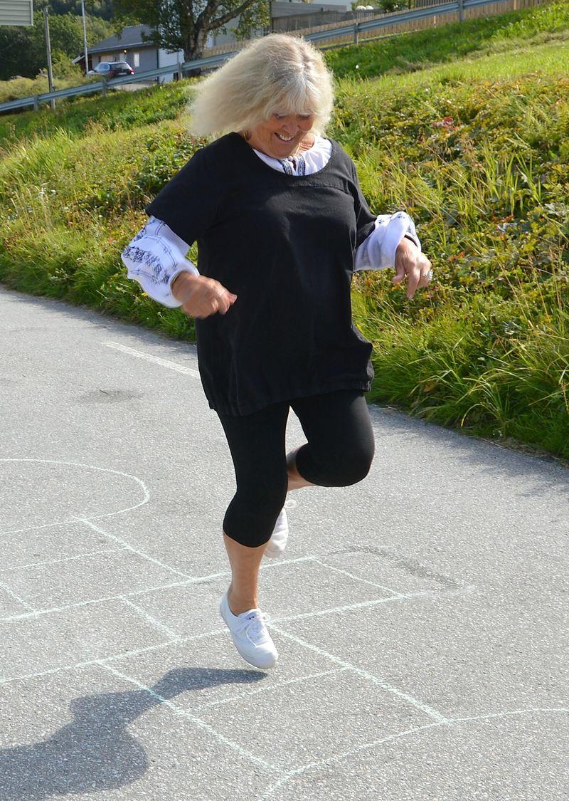 00000 LEIK b Inger Lise hoppar paradis