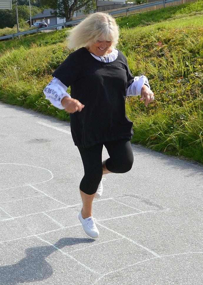 00000 LEIK b Inger Lise hoppar paradis.jpg