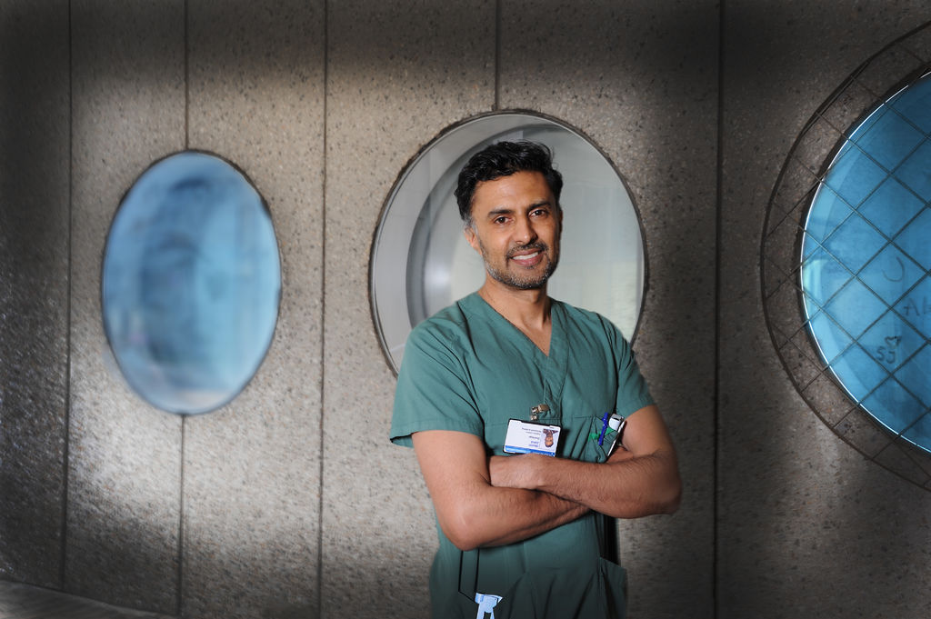 ALDRI STILLE. Hjertespesialist Wasim Zahid har levd med tinnitus i snart 25 år etter at han ble støyskadet på konsert. Foto Marianne Otterdahl-Jensen