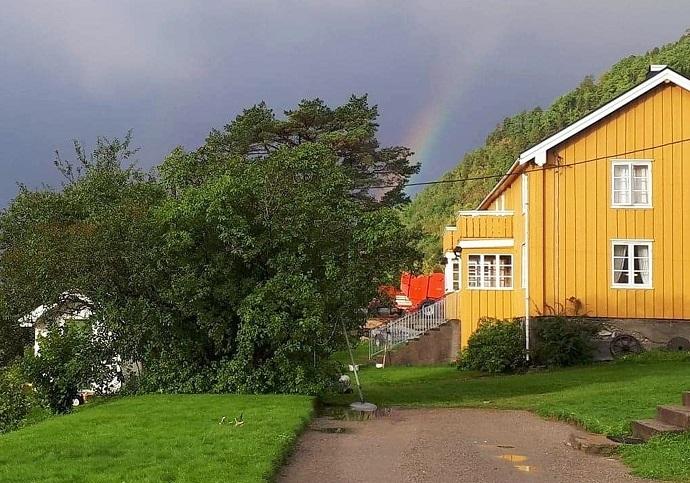 Farmen Dragset e Nestua Regnbogen 2019 09 17.jpg