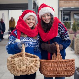 Julekledde jenter