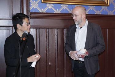 Fondets styreleder, Mette Møller, delte ut prisen i klassen kunstmusikk til Trondheimsolistene ved daglig leder Steinar Larsen