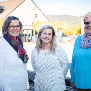 Tre damer på torget