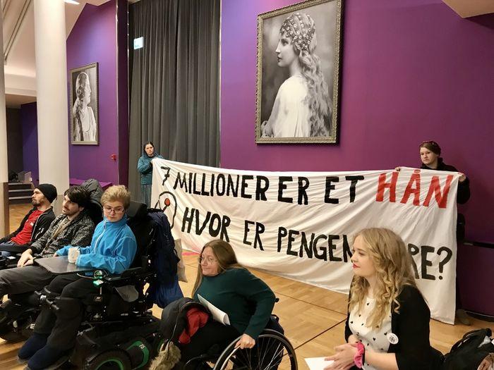DEMONSTRERTE. Norges Handikapforbunds Ungdom med klar melding til likestillingsminister Trine Skei Grande: