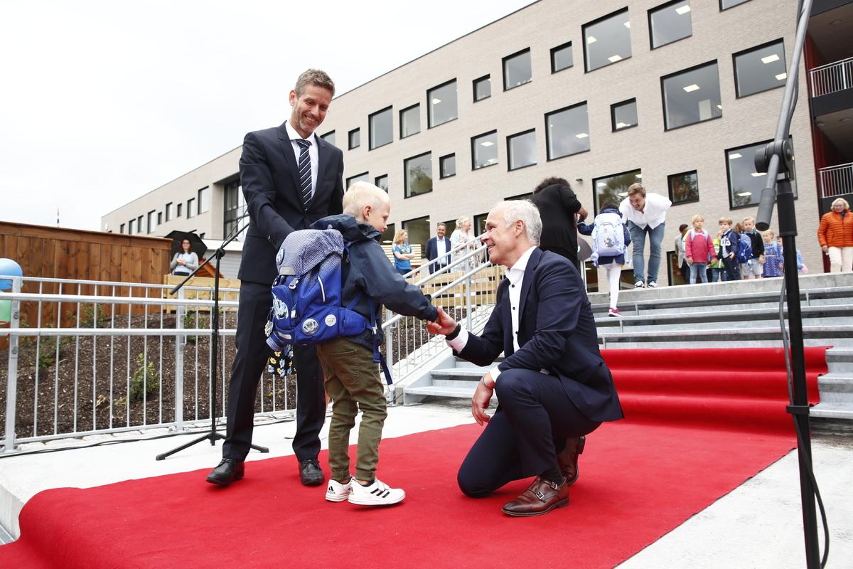UNIVERSELL OPPLÆRING. Kunnskapsminister Jan Tore Sanner (H) har fått forslag til ny Opplæringslov, som legger vekt på en skole med universell opplæring og individuell tilrettelegging. Her avbildet ved årets skolestart. Foto. NTB Scanpix