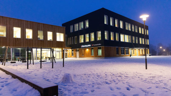 Foto av skolen fra utsiden