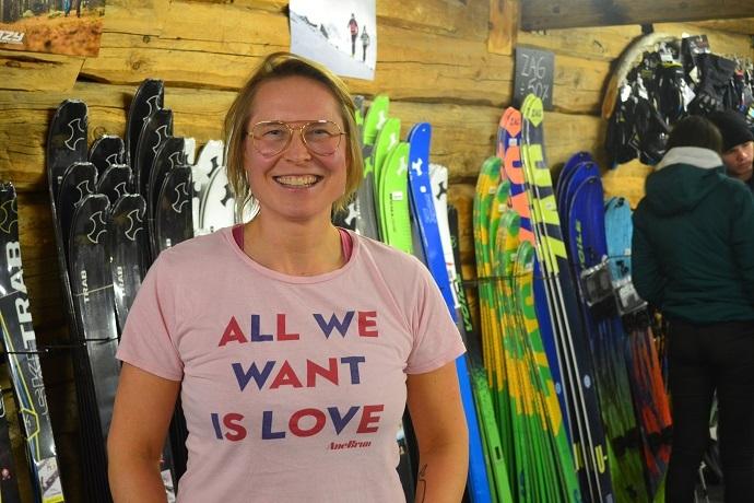 Kristin Folsland Olsen var godt fornøyd at det kom bra med folk for å høre på hennes foredrag.JPG