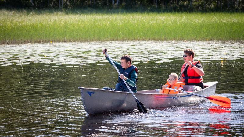 Foto av aktivitetsledere på kanotur