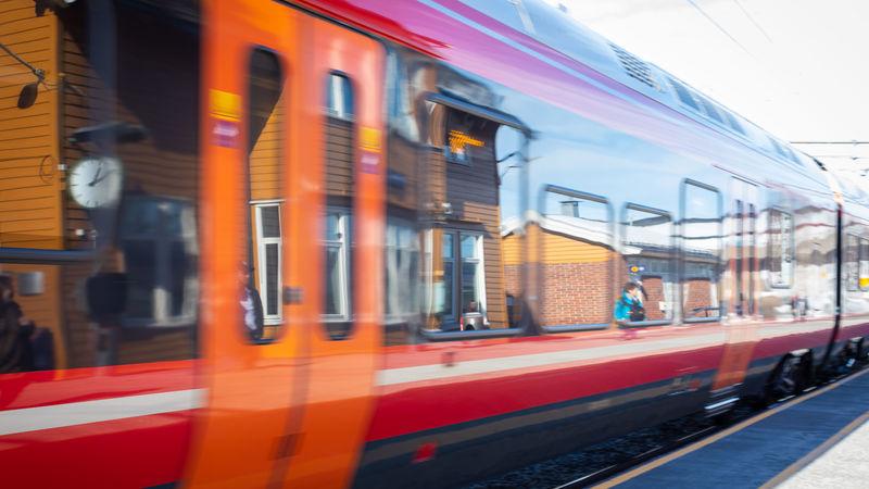 Foto av tog på Brumunddal stasjon