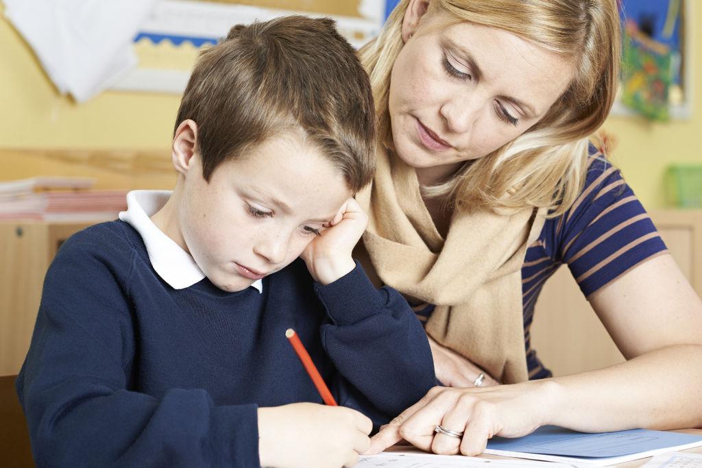 TILBAKE. Utdannings- og forskningskomiteen på Stortinget vil ha tilbake en audiopedagogisk tjeneste i fylkene som gir bedre oversikt og oppfølging av barn med behov for pedagogisk hjelp. Foto. Colourbox