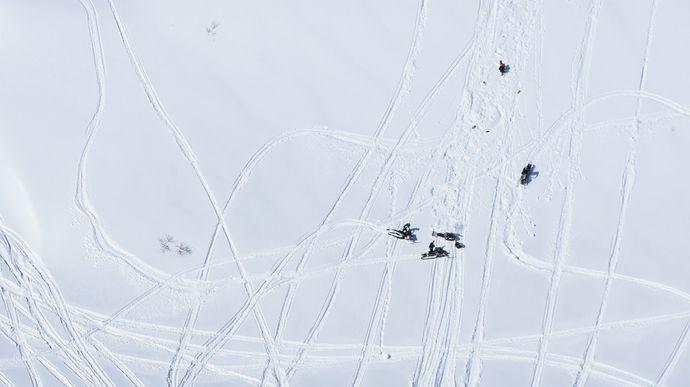 pressefoto snøskuterkjøring foto sno
