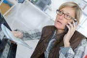 NYE PROSJEKTER. Stiftelsen Dam har bevilget 350.000 kroner til nasjonal krisetelefon for hørselshemmede og til digital hjelp for stell og bruk av høreapparater. Illustrasjonsfoto. Colourbox