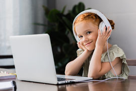 INN I SKOLEN. Hørselstesting av førsteklassinger kan både avdekke hørselstap og bidra til at lydpauser og hørsel blir naturlige tema i skolen. Illustrasjonsfoto. Colourbox