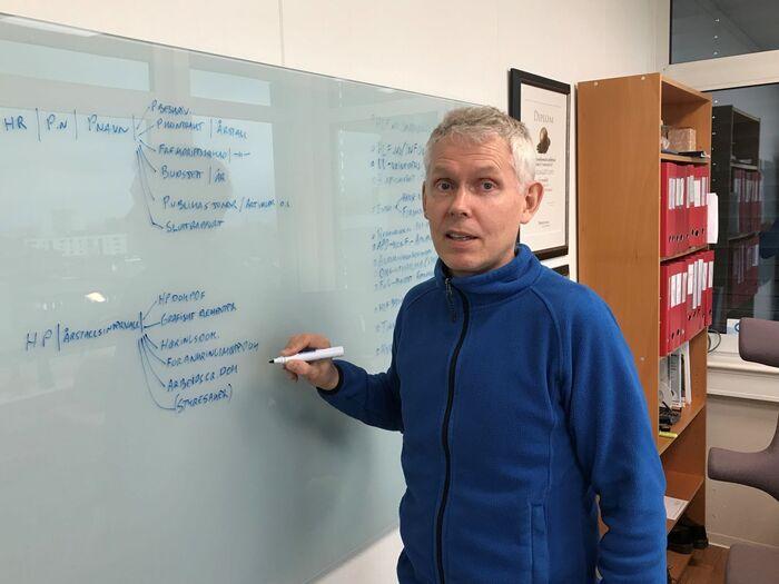 PROSJEKTLEDER. HLFs fagsjef hørsel, Steinar Birkeland, mener det er et udekket behov for informasjon til hørselshemmede. Foto. Bjørg Engdahl.