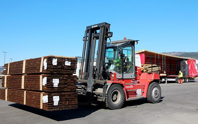 Bjørn Kvendset i truck 690.jpg