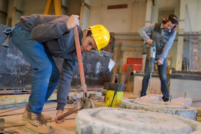 MYE BRÅK. Mange arbeidsplasser kan påføre ansatte plagsomme støyskader. Illustrasjonsfoto. Colourbox