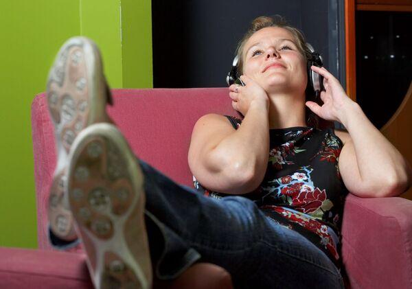 MYE LYD. En av fem unge bruker hodetelefoner i mer enn syv timer per dag, viser en undersøkelse HLF presenterer i sin Hvert Øre Teller-kampanje. Foto. Berit Roald, Scanpix