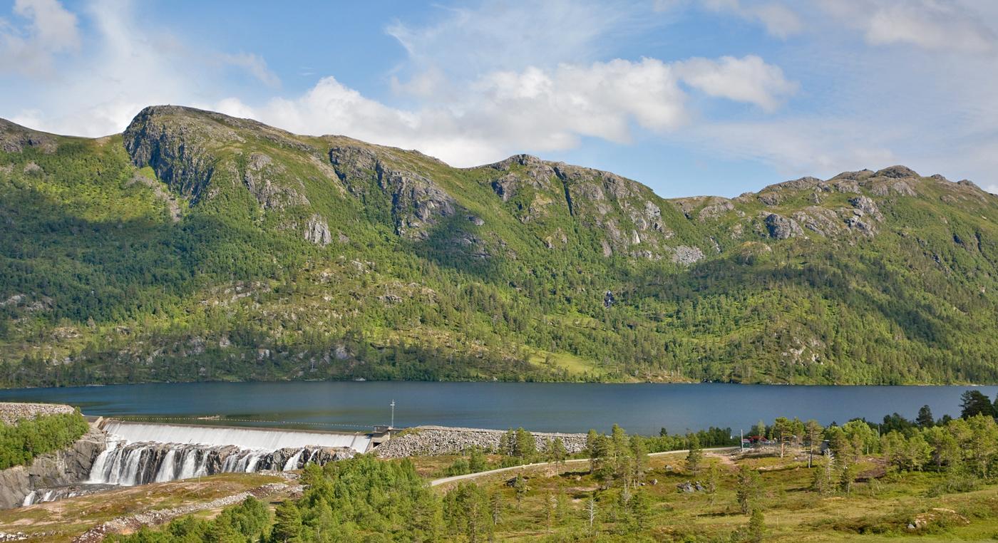 200725l-fjell-sjø.jpg