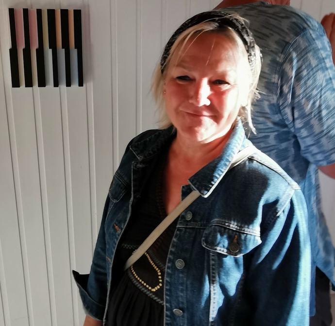 Kjøper Grete Holstad var en av de som ville sikre seg et bilde_690x671.jpg