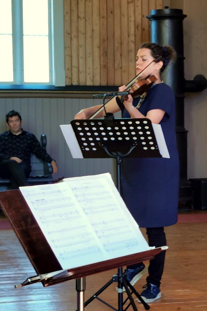 Fiolinist Sigrid Stang_690x1035.jpg