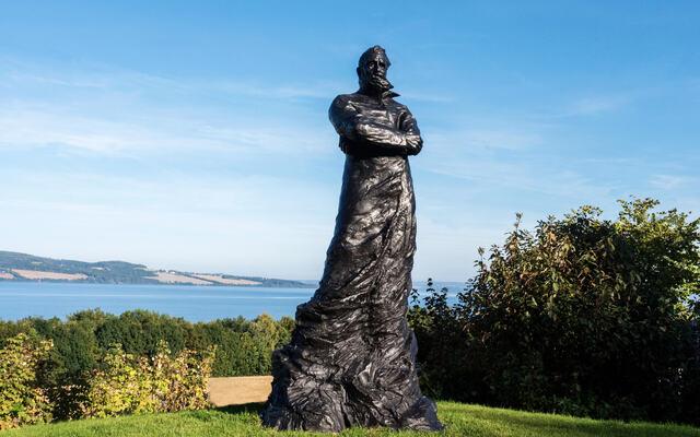 bilde av statue av Peder Balke