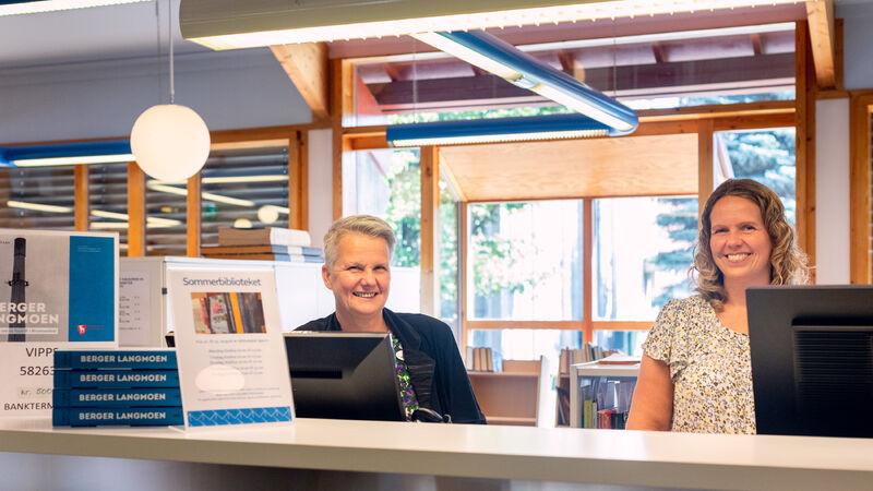 Foto av ansatte ved biblioteket