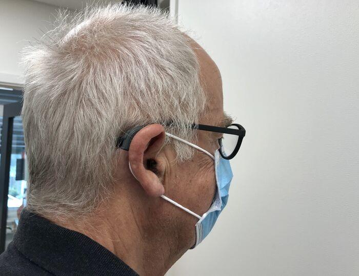FULLT. Munnbind, høreapparat og briller kan gjøre det