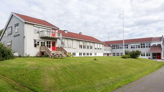 Foto av Kirkenær skole fra utsiden