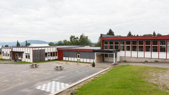 Foto av Kirkekretsen skole fra utsiden