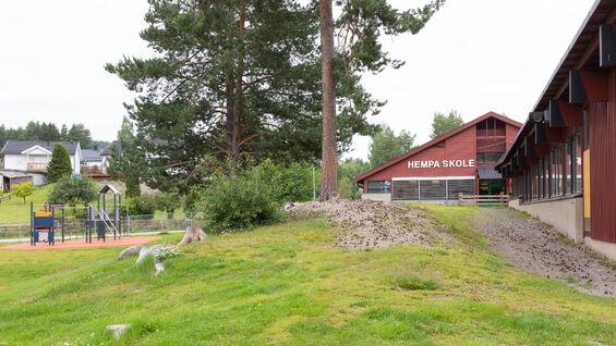 Foto av Hempa skole fra utsiden