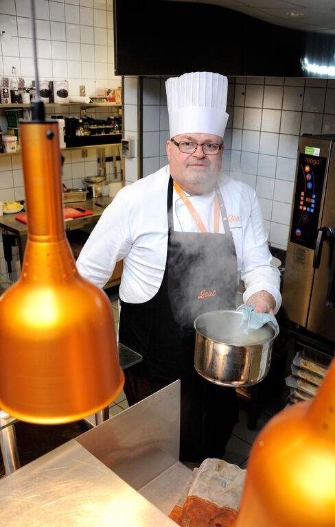 FUKTIG ARBEIDSMILJØ. Torstein Haugen er nøye med renholdet og tror dette gjør at han har lite fuktproblemer med høreapparatene sine.