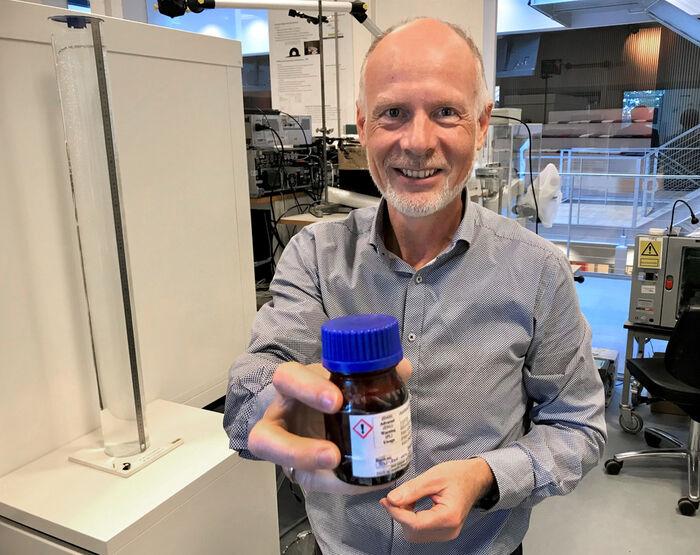 KVALITETSPOLITI. Laboratorieleder Poul Hilding Andersson ved Oticons forskningssenter utenfor København. Foto. Bjørg Engdahl