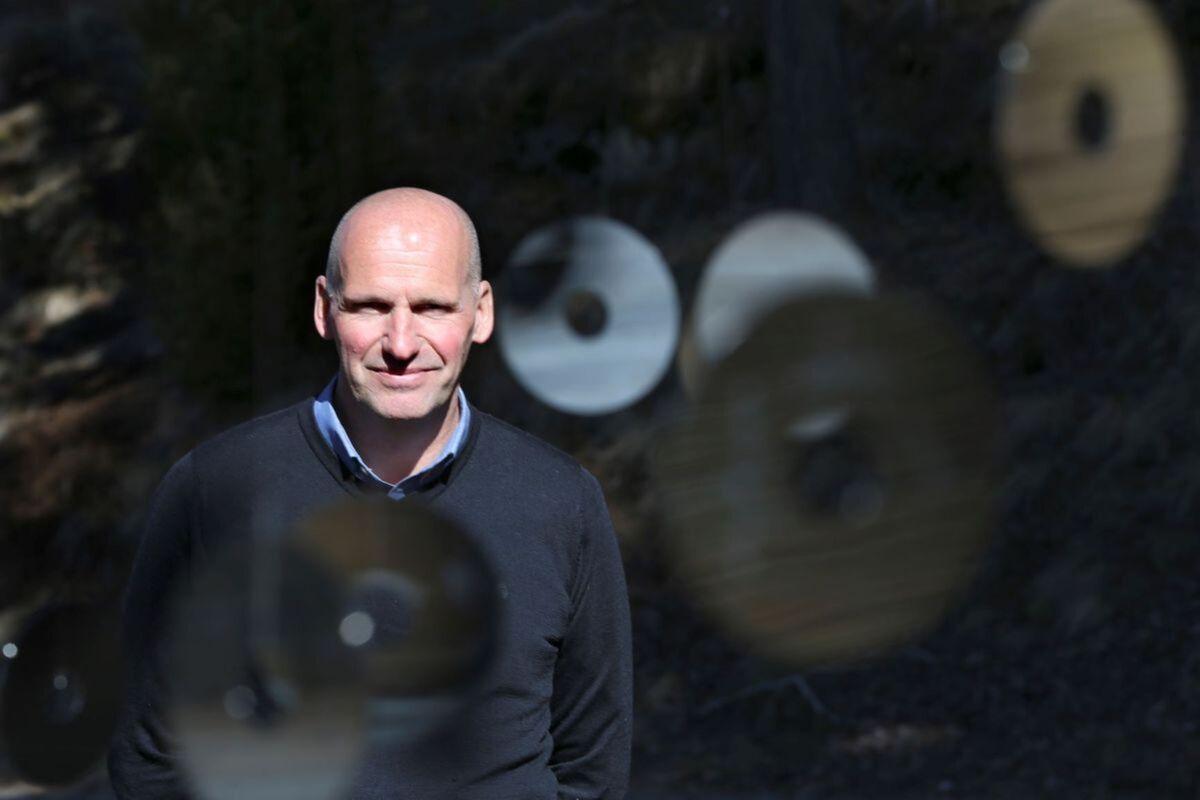 UTENFORSKAP. Mennesker er viktigere enn olje, mener Geir Lippestad og hans nystiftede parti Sentrum. Foto. NTB Scanpix,