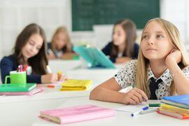 EN SKOLE FOR ALLE. HLF vil ha universelt utformede nærskoler hvor hørselshemmede elever får lik mulighet til læring og sosial delaktighet. Illustrasjonsfoto. Colourbox