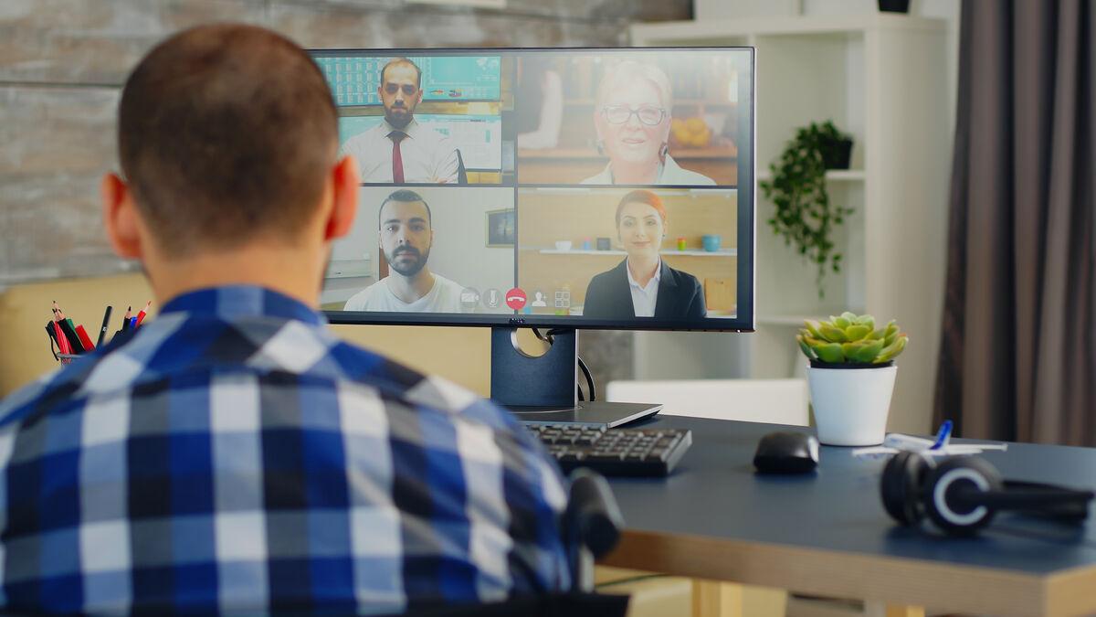 UTFORDRING. Digitale møteplasser og kommunikasjon byr på mange utfordringer, ikke minst opplever hørselshemmede mange barrierer. Illustrasjonsfoto. Colourbox