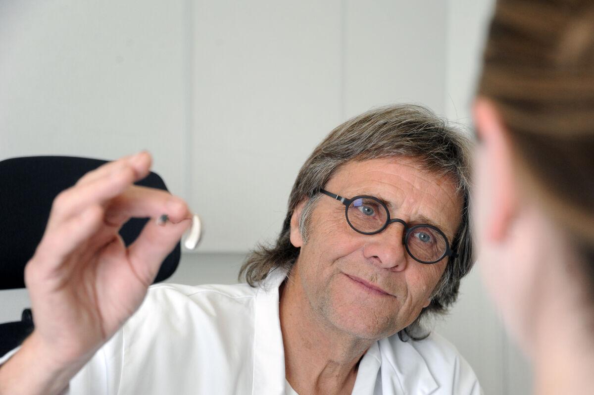 TIDLIG UTE.  Georg Træland ved hørselssentralen ved Sørlandet sykehus har lang og gode erfaring med ambulerende audiograftjeneste.