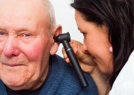 VIKTIG ÅRSAK. Ubehandlet hørselstap er en av de viktigste årsakene til utvikling av demens. Illustrasjonsfoto. Colourbox