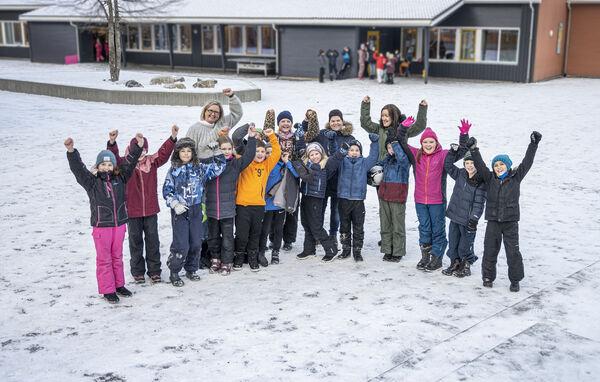 SUPERGLADE. Elever og lærere i klasse 4B ved Spjelkavik skole i Ålesund jublet da de fikk svar fra NRK om at Supernytt skal tekstes for døve og hørselshemmede.