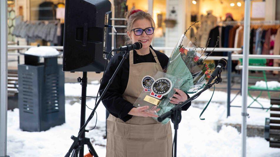 Anita Lomnes og Sirupstynnkakebakeriet mottok Spesialistmerke fra Matmerk